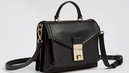 Elegantná kabelka s dlhým ramienkom Ted Baker, predáva sa za 208 eur.