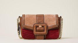 Menšia kabelka s retiazkovým ramienkom Twinset, predáva sa za 274 eur.
