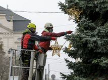 Bratislava vianočný strom zdobenie Hviezdoslavovo BAX