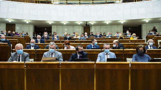 Poslanci odmietli správu špeciálneho prokurátora za rok 2019