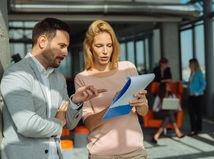 podnikanie, plánovanie, ukazovanie, muž, žena, kolegovia