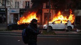 Francúzsko protesty oheň
