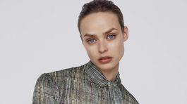 Károvaná blúzka s viazačkou Zara, predáva sa za 29,95 eura.