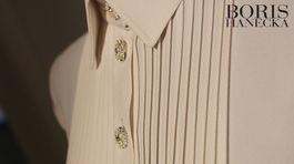 Detail na zapínanie šiat od Borisa Hanečku z novej kolekcie.