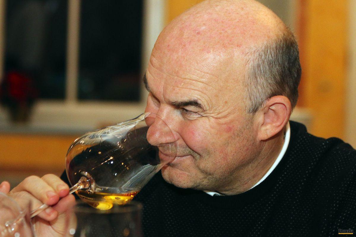 Vinár Vladimír Mrva.