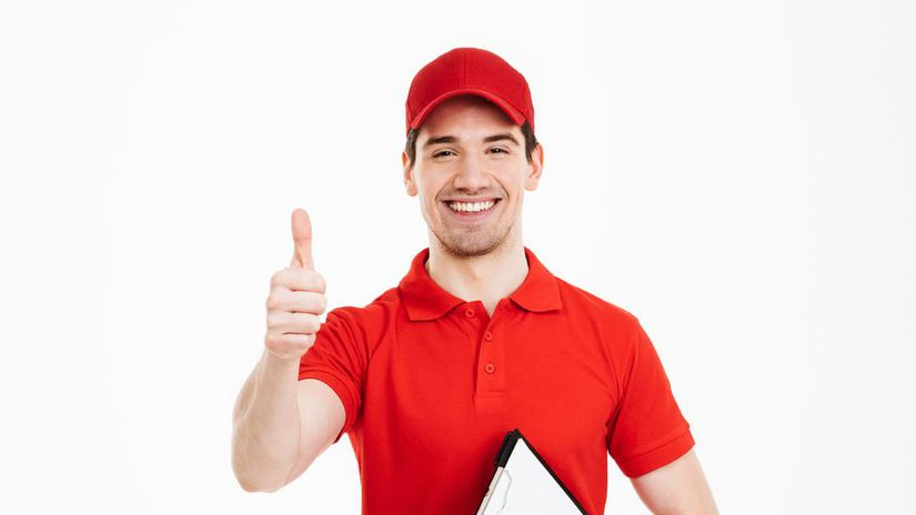muž, šiltovka, práca, palec hore, úsmev