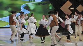Folklorny subor Povazan zem spieva 3