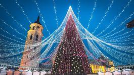 Vianočný stromček v hlavnom meste Lotyšska, vo Vilniuse.