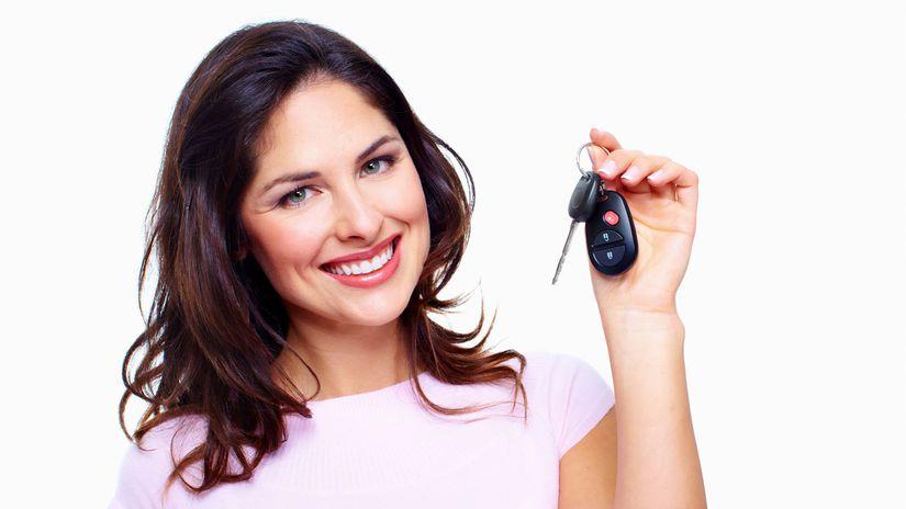 žena, úsmev, kľúče, auto