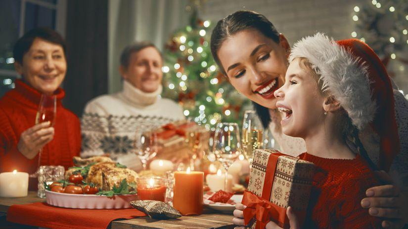 Vianoce, rodina, sviatočná večera, radosť, darček