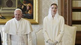 Monacká princezná Charlene a jej manžel, knieža Albert II pri stretnutí s pápežom Františkom v roku 2016 vo Vatikáne.