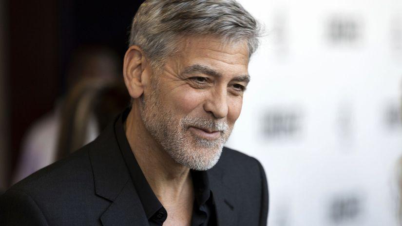 Herec George Clooney na archívnom zábere.