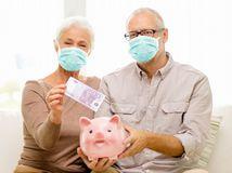 dôchodok, penzia, 500 eur, bankovka, rúška, penzisti, manželia, prasiatko, sporenie