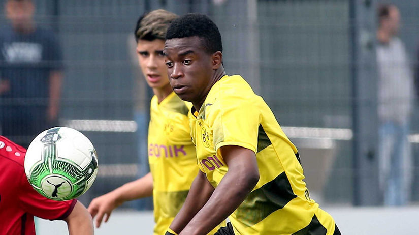 Nemecko Futbal Dortmund Moukoko bundesliga