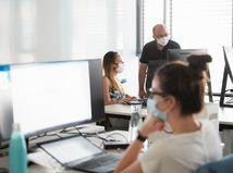 Swiss Re, office, kancelária, zaisťovňa, firma, rúška, zamestnanci, kolegovia