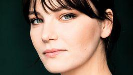 Herečka Devrim Lingnau na oficiálnom zábere k projektu Netflix o cisárovnej Sisi.
