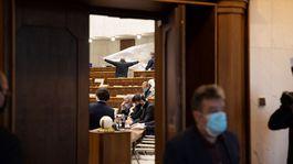 Parlament minoriadne zasadanie