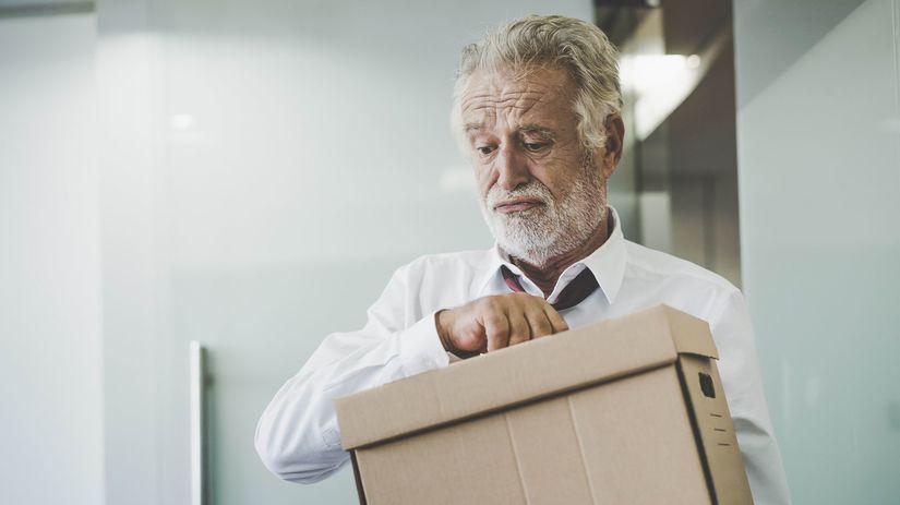 muž, výpoveď, nezamestnaný, pracujúci penzista