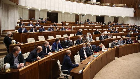 NR SR / Parlament /