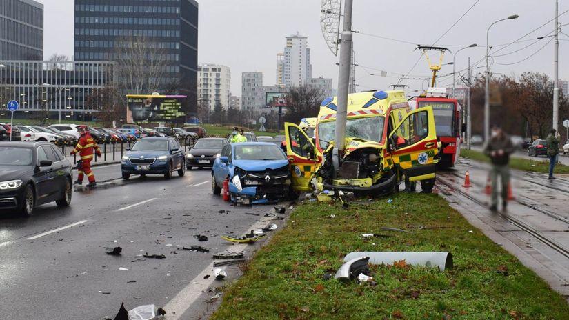 polícia Bratislava nehoda sanitka zranenie