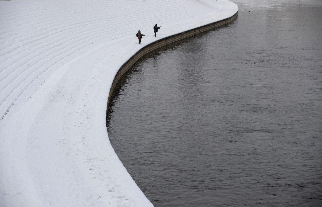 Litva, sneh, zima, mráz, rybár