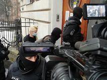 Moniku Jankovskú privádzajú na súd