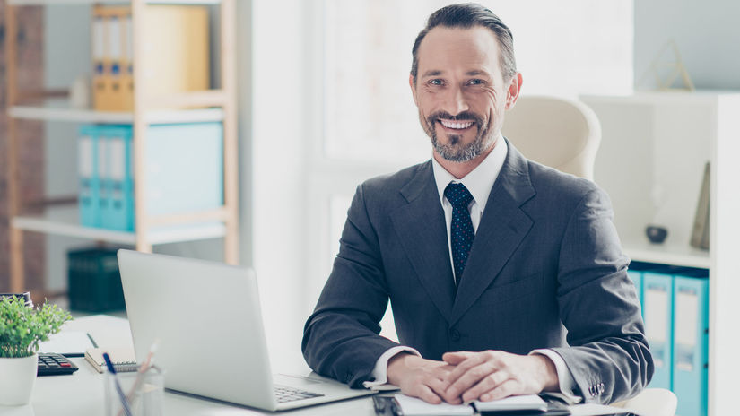 právnik, notár, kancelária, úsmev