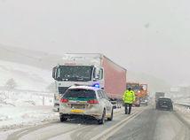 Sneh, vietor aj poľadovica trápia Slovensko. Tisícky domácností ostali bez elektriny