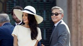Herec George Clooney a jeho manželka Amal na zábere z času svojho sobáša v roku 2014.
