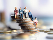 figúrky, seniori, peniaze, centy, mince, stĺp