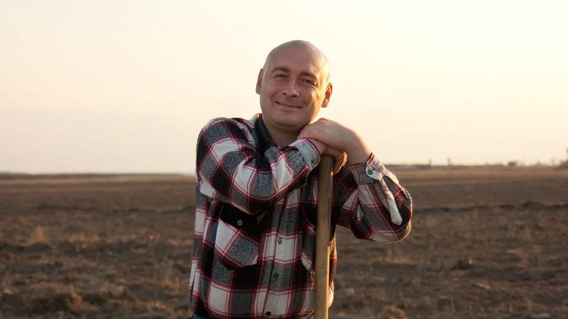 muž, pole, pozemok, pôda, lopata