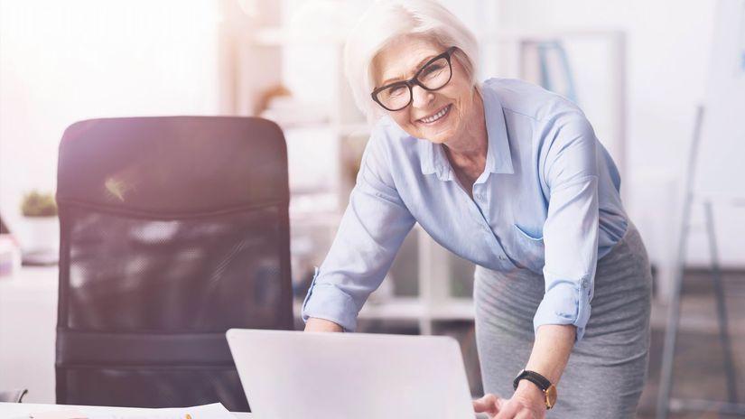 žena, pracujúci penzisti, úsmev, dôchodkyňa