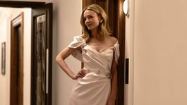 Herečka Carey Mulligan v dišesovej kreácii z dielne značky Prada.