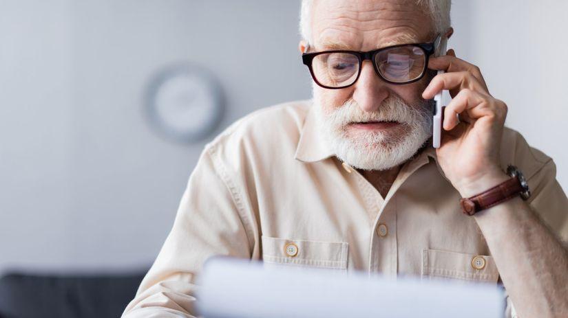 senior, práca, pracujúci penzisti, telefonovanie
