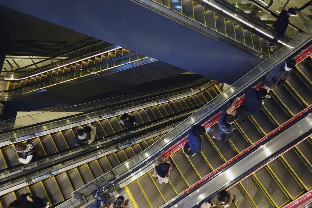 Japonsko, eskalátor, schody, nákupné centrum