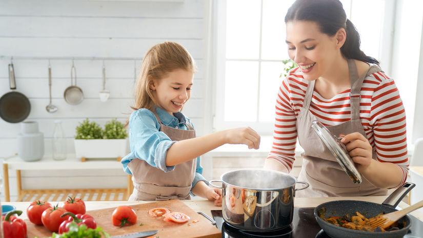 kuchyňa, varenie, mama, dcéra