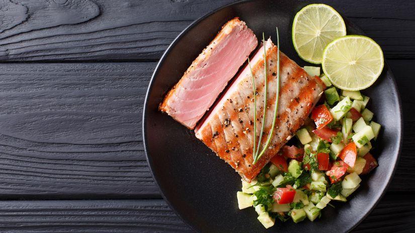 tuniak, avokádo, uhorka, obed, zdravá strava