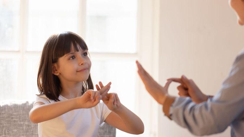 ťzp, dievčatko, nepočujúci, hluchý, posunková reč