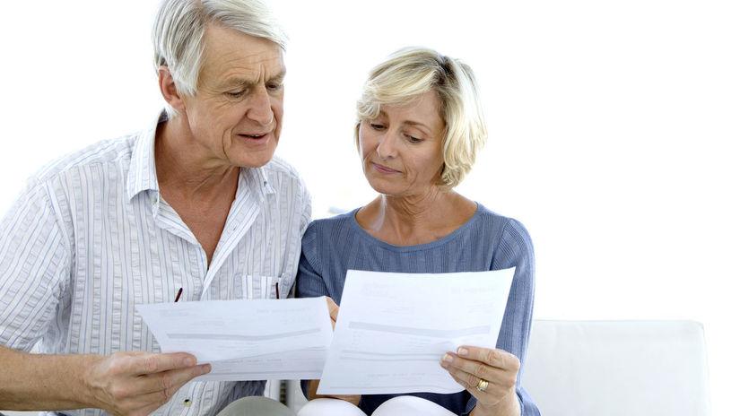 seniori, manželia, papiere, rozhovor