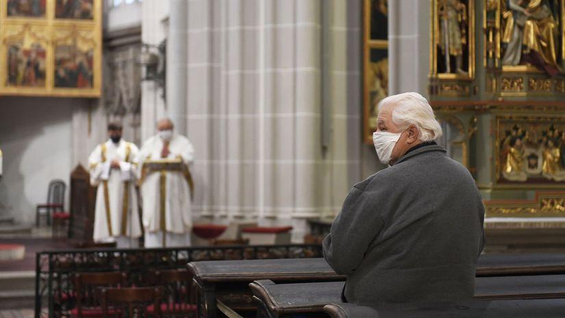 Bohoslužba / Cirkev / Omša / Veriaci / Modlitba /