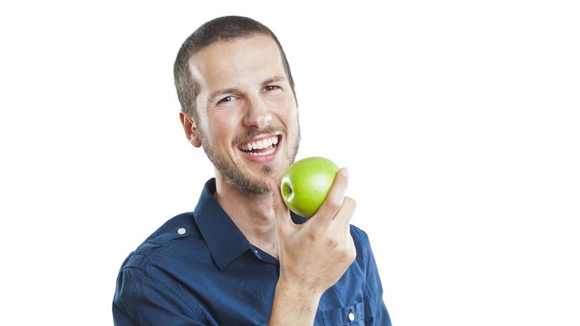 muž, jablko