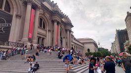 New York - pred metropolitnym muzeom umenia
