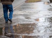 počasie / chôdza / prechádzka / muž /