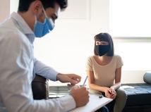 doktor, pacientka, rúška, písanie