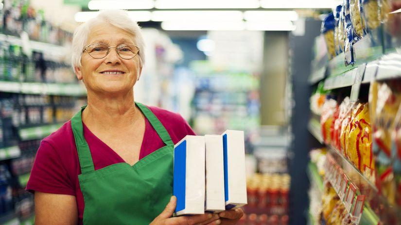 obchod, predavačka, pracujúci penzisti