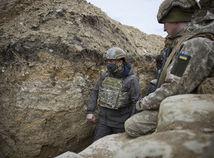 Na východe Ukrajiny sa bojuje. Británia a USA vyzvali Rusko na zmiernenie napätia