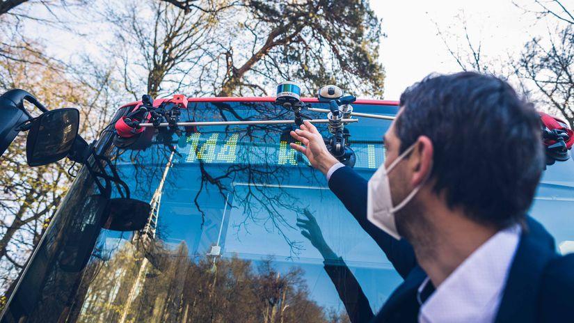 laserovy radar umiestneny na autobuse - linka...
