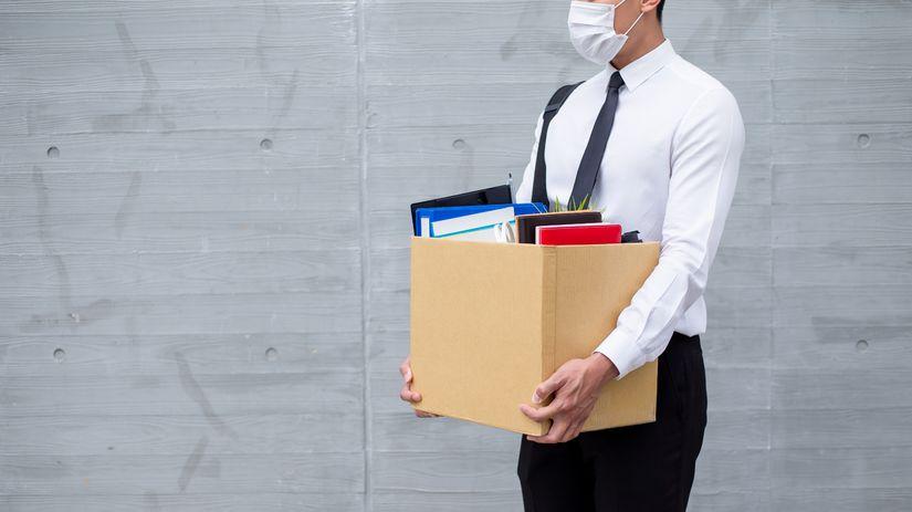 muž, škatuľa, výpoveď, rúško