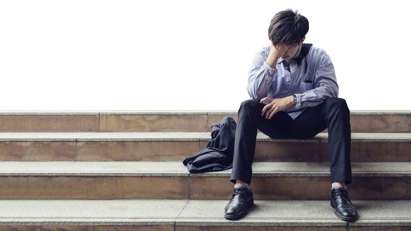 výpoveď, strata práce, nezamestnanosť, smútok