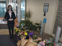 Desiatky ľudí podporili ŠÚKL, Zuzane Baťovej doniesli kvety